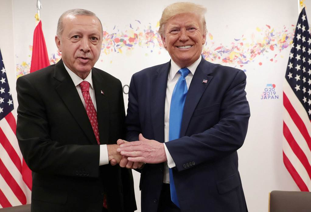 Ο Τραμπ υποδέχθηκε τον «φίλο» του Ερντογάν
