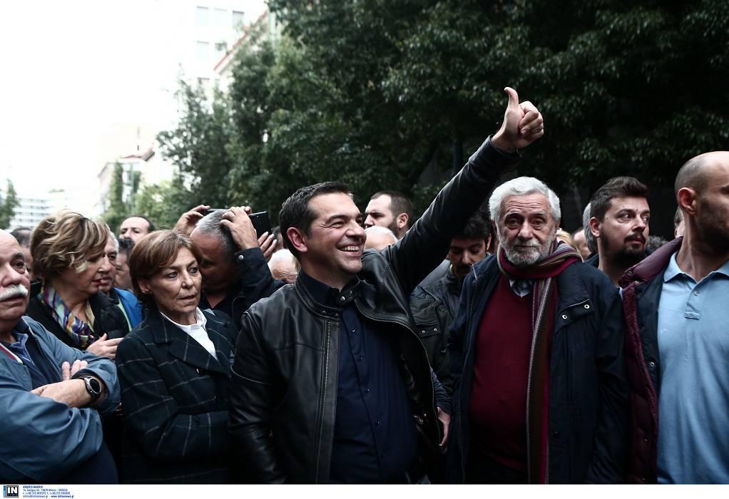 Πολυτεχνείο: Ο Τσίπρας στο μπλοκ του ΣΥΡΙΖΑ (ΦΩΤΟ)