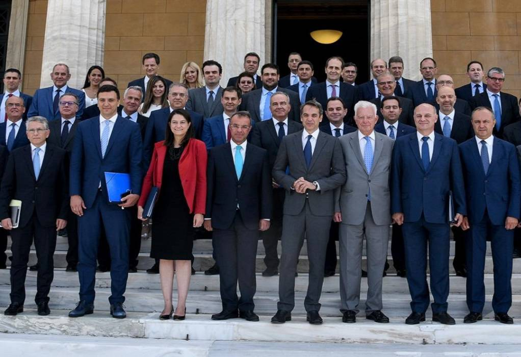 Δημοσκόπηση: Καταλληλότεροι οι υπουργοί της ΝΔ από του ΣΥΡΙΖΑ