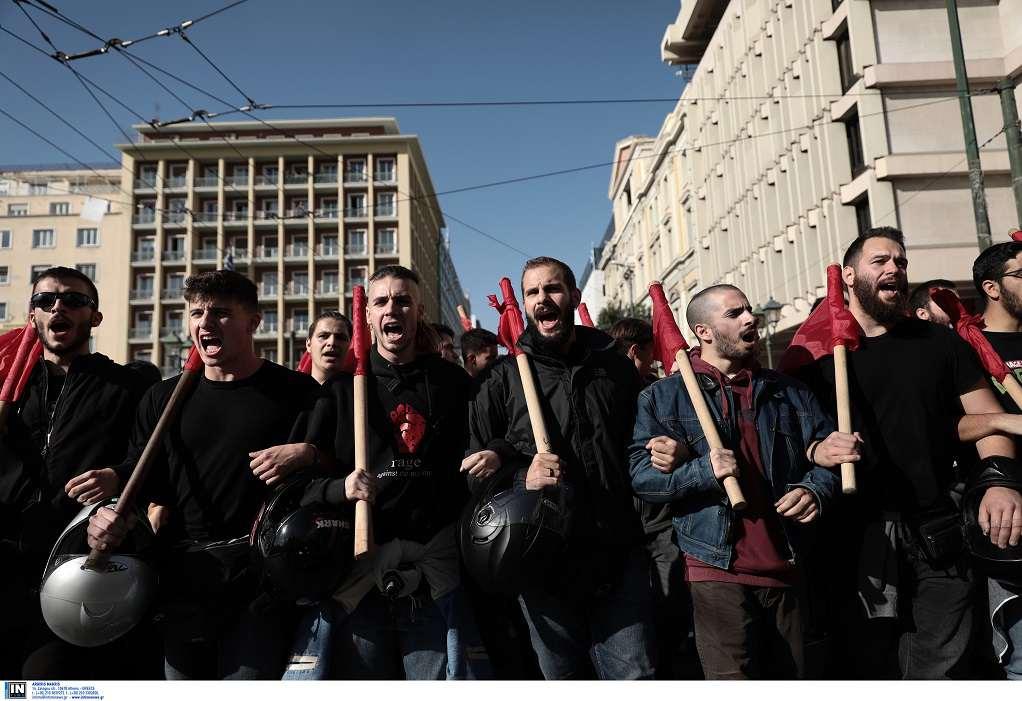 Αθήνα: Επεισόδια στο συλλαλητήριο, έσπασαν βιτρίνα, τραυμάτισαν φωτορεπόρτερ (ΦΩΤΟ)