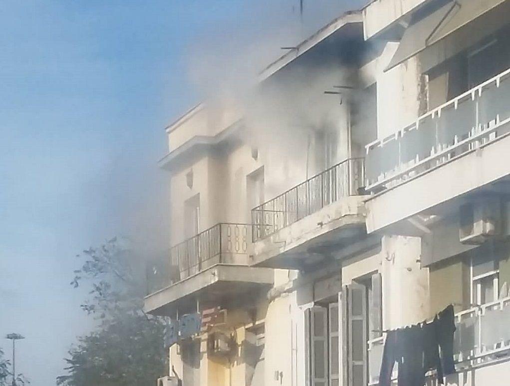 Φωτιά σε διαμέρισμα στο Λιμάνι Θεσσαλονίκης (ΦΩΤΟ)