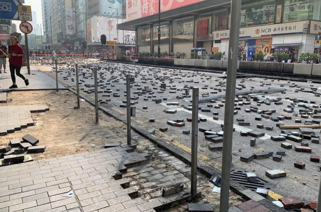 Χονγκ Κονγκ: Η αστυνομία απειλεί ότι θα κάνει χρήση σφαιρών (VIDEO)