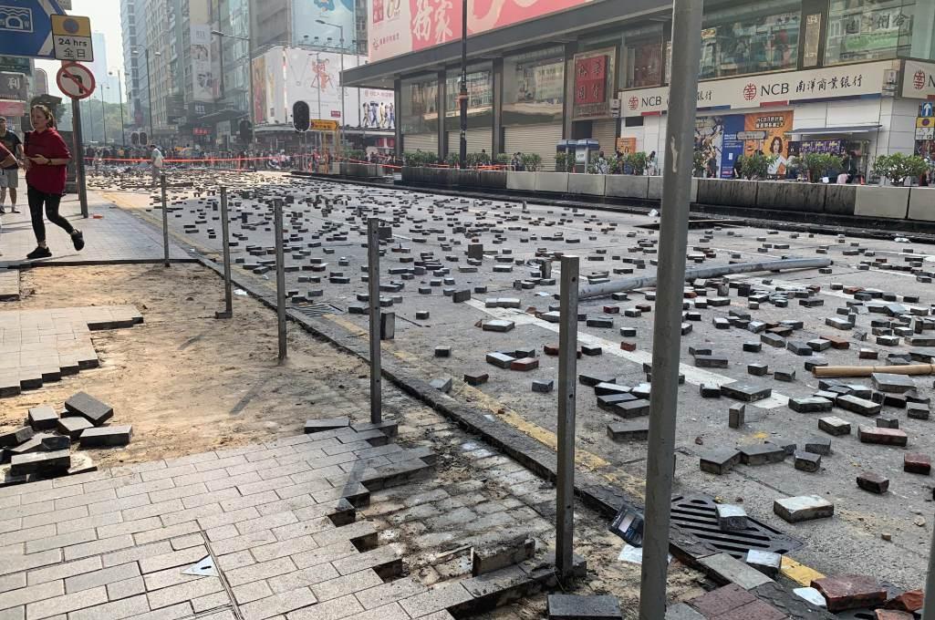 Χονγκ Κονγκ: Δεκάδες διαδηλωτές παραμένουν στο Πολυτεχνείο