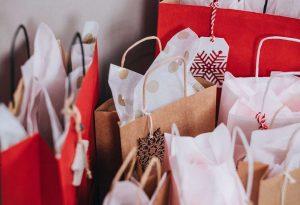 Χριστουγεννιάτικα δώρα στα παιδιά των δημοτικών παιδικών – βρεφονηπιακών σταθμών