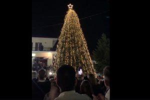 Ταξιάρχης: Φωταγωγήθηκε το πρώτο Χριστουγεννιάτικο δέντρο (VIDEO)