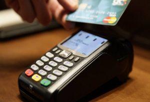 Παράταση για τις ανέπαφες συναλλαγές με κάρτες έως 50 ευρώ