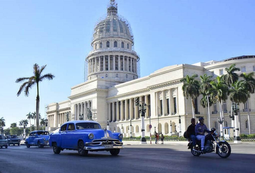 Τραμπ: Επαναφέρει την Κούβα στα «κράτη που υποστηρίζουν την τρομοκρατία»