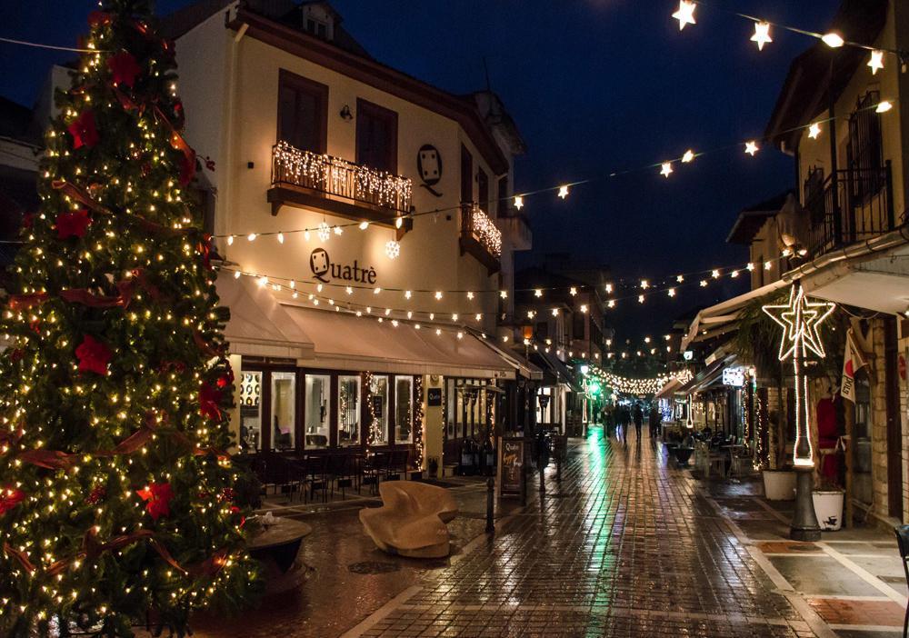 Πιο προσεκτικές οι αγορές των Ελλήνων καταναλωτών την περίοδο των Χριστουγέννων