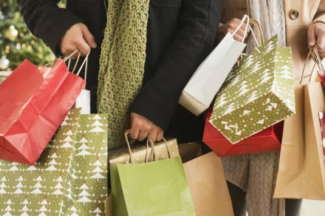 Ανοιχτά αύριο τα καταστήματα – Εορταστικό ωράριο
