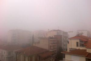 Αιθαλομίχλη «πνίγει» τα Γιάννενα – Συστάσεις προς το κοινό