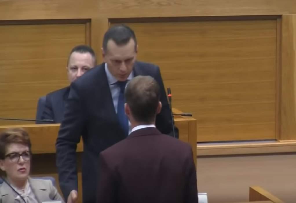 Ένταση στο Κοινοβούλιο της Βοσνίας (VIDEO)
