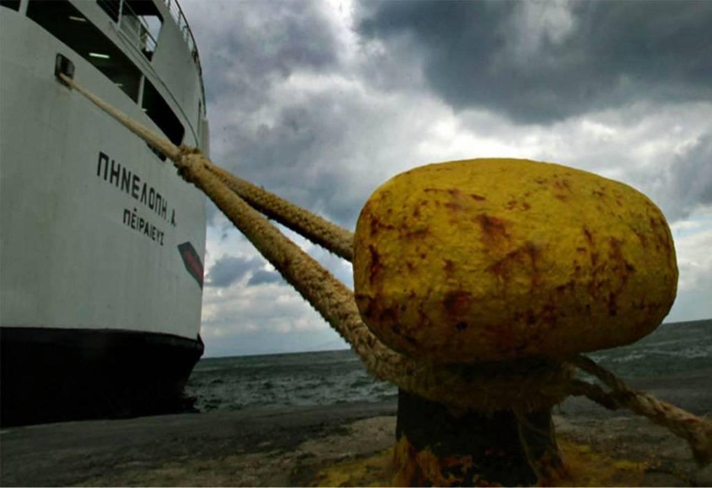 Ζάκυνθος: Δεμένα στο λιμάνι τα πλοία λόγω θυελλωδών ανέμων