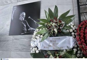 """Οικογένεια Θ. Μικρούτσικου: """"Δεν δεχόμαστε την κηδεία δημοσία δαπάνη"""""""