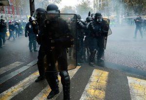 Παρίσι: Διαδηλώσεις με αστυνομική παρέμβαση
