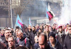 Παρίσι: Χριστουγεννιάτικα… δακρυγόνα