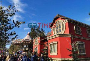 Θεσσαλονίκη: Πλήθος κόσμου στο Χριστουγεννιάτικο χωριό (ΦΩΤΟ)