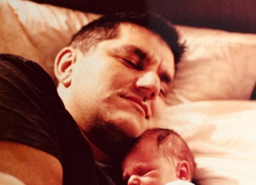 Νίκος Πορτοκάλογλου: Η φωτογραφία με τον νεογέννητο γιο του
