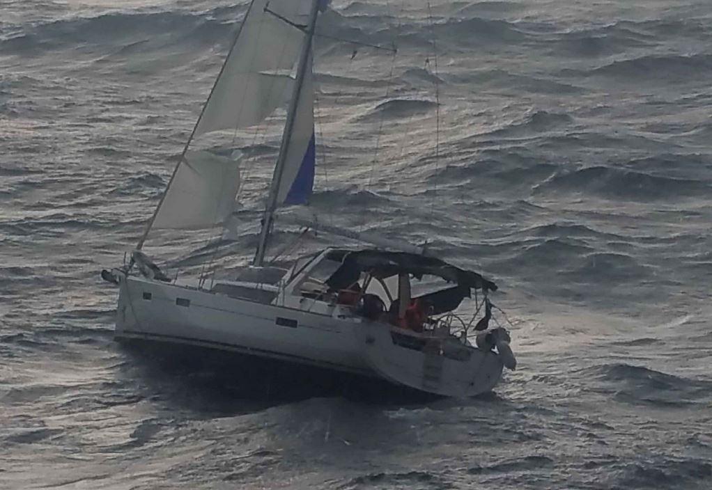 Ποτίδαια: Σκάφος με 8 επιβάτες έπλεε ακυβέρνητο