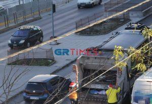 Θεσσαλονίκη: Με κόκκινους σκούφους μαζεύουν τα σκουπίδια (ΦΩΤΟ)