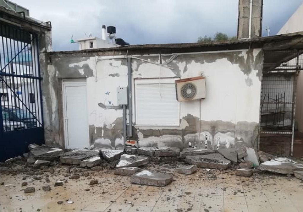 Κρήτη: Κατέρρευσε είσοδος δημοτικού σταδίου (ΦΩΤΟ)
