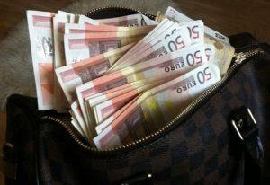 Κρήτη: Πέταξε στα σκουπίδια 25.000 ευρώ!