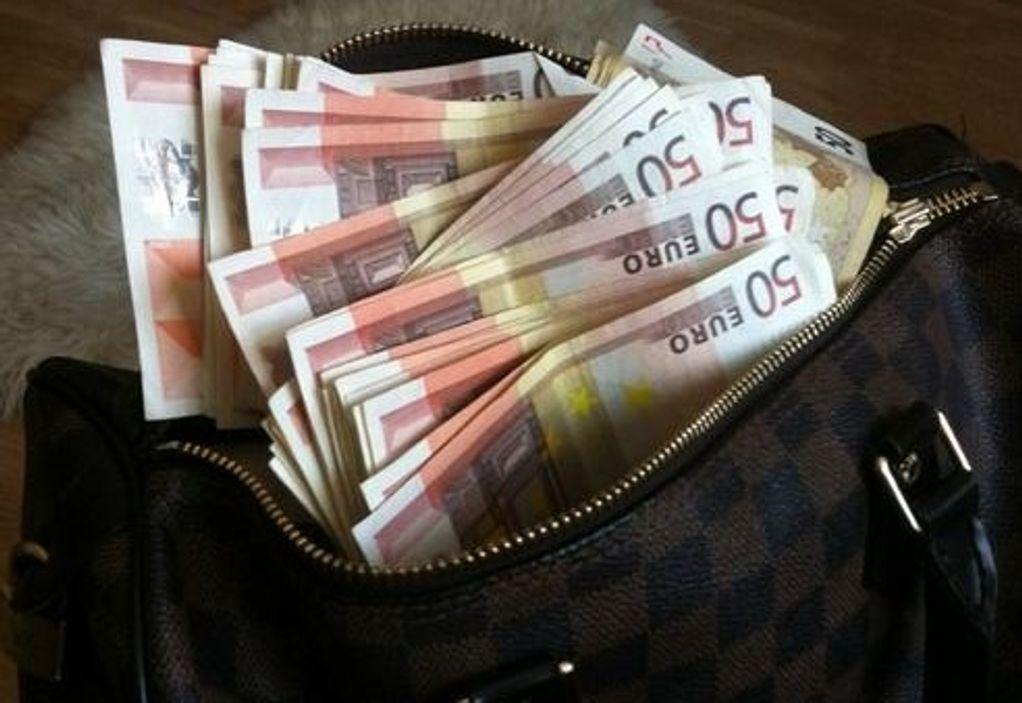 Κατήγγειλε κλοπή τσάντας με 35.000 ευρώ σε Κοιμητήρια- GRTimes.gr