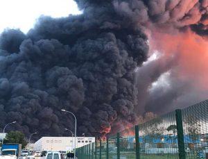 Ισπανία: Πυρκαγιά σε χημικό εργοστάσιο