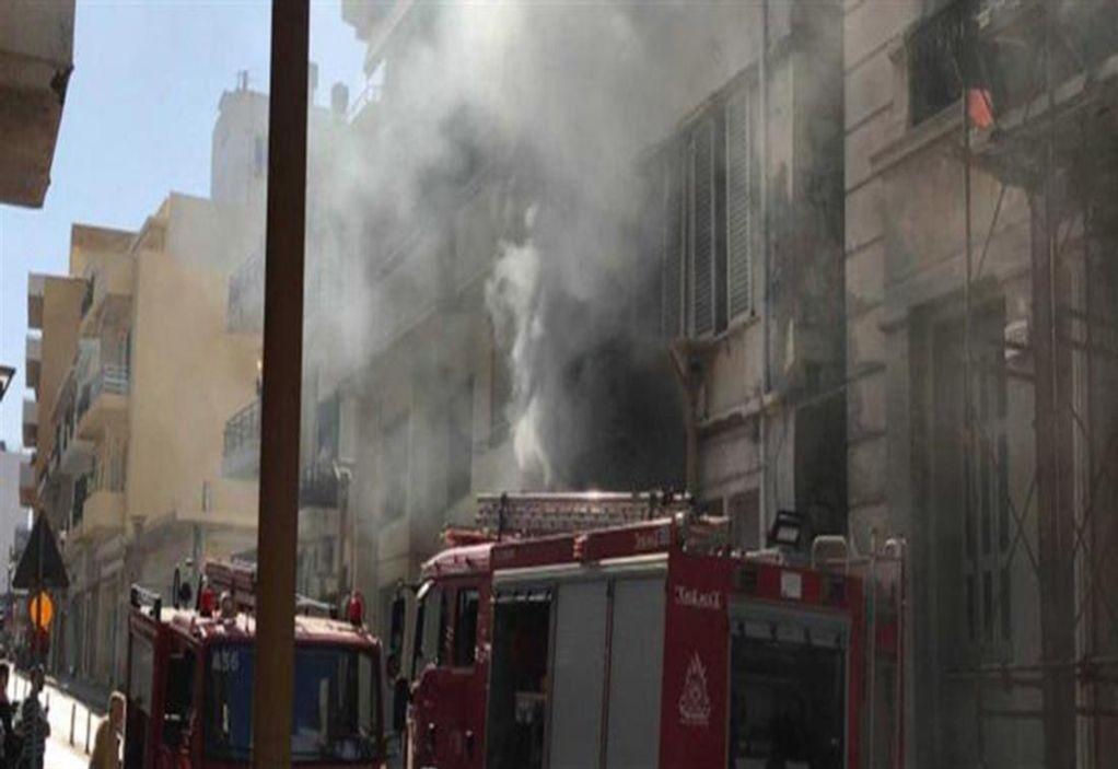 Ηράκλειο: Μεγάλη πυρκαγιά σε συνεργείο (VIDEO)