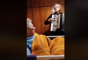 Συγκινητικό βίντεο σε ανοϊκή μητέρα