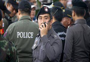 Ταϊλάνδη: Οι κάτοικοι τιμούν τα θύματα του μακελειού