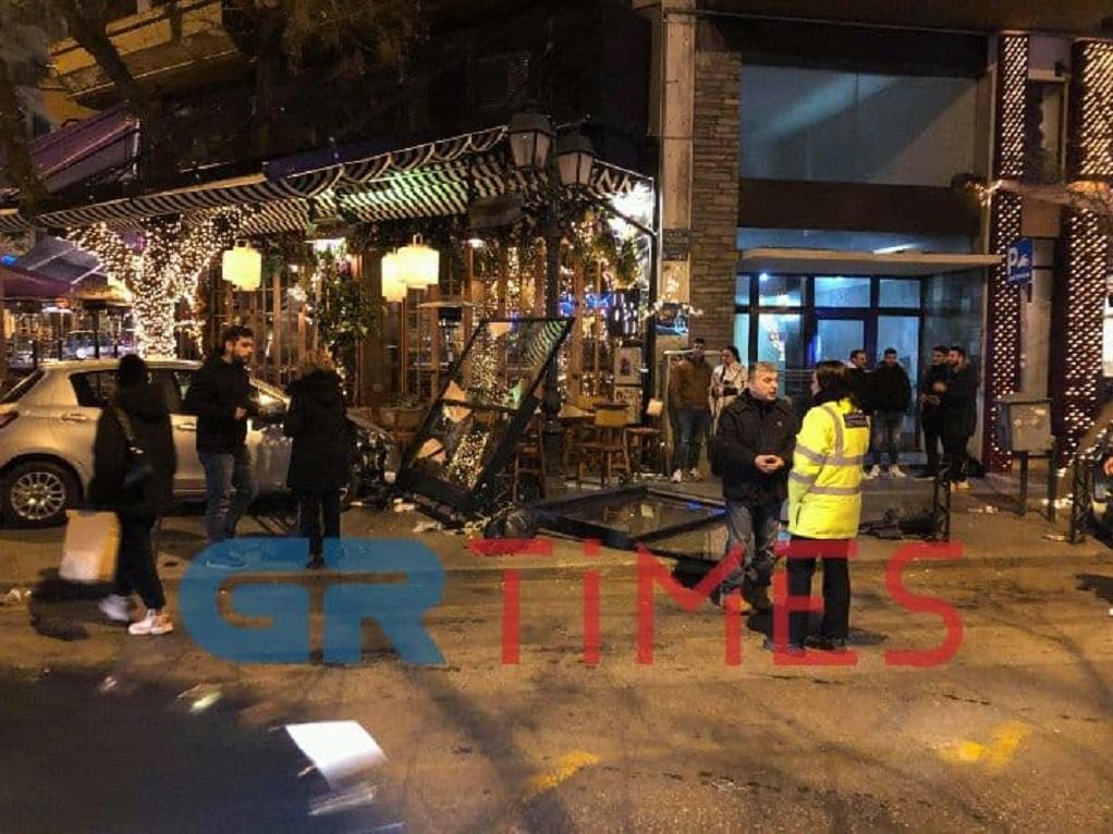Θεσσαλονίκη: ΙΧ «μπήκε» σε καφετέρια (ΦΩΤΟ-VIDEO)
