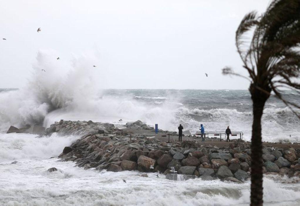 Γαλλία: Σαρωτικό το πέρασμα της καταιγίδας Γκλόρια