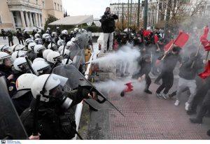 Ένταση στην πορεία φοιτητών στην Αθήνα (ΦΩΤΟ)