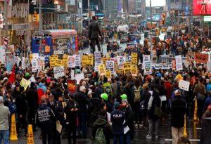 ΗΠΑ: Διαδηλώσεις – Όχι πόλεμος με το Ιράν