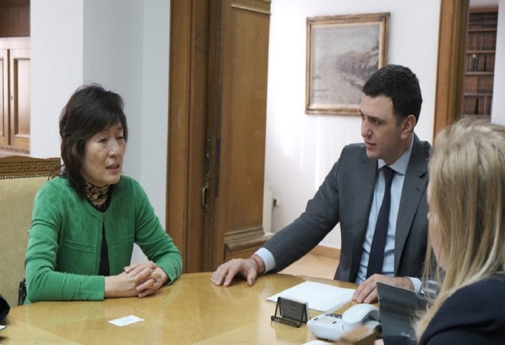 Σε συνεχή επικοινωνία με την κινεζική πρεσβεία