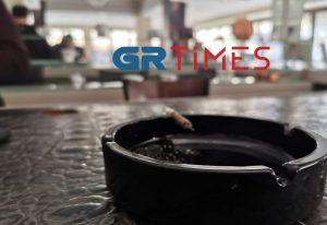 Θεσσαλονίκη: Το πρώτο καφέ – μπαρ που έγινε λέσχη και επιτρέπει το κάπνισμα