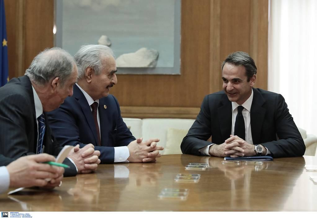 Κυβερνητικές πηγές για συνάντηση Κ. Μητσοτάκη με Χάφταρ