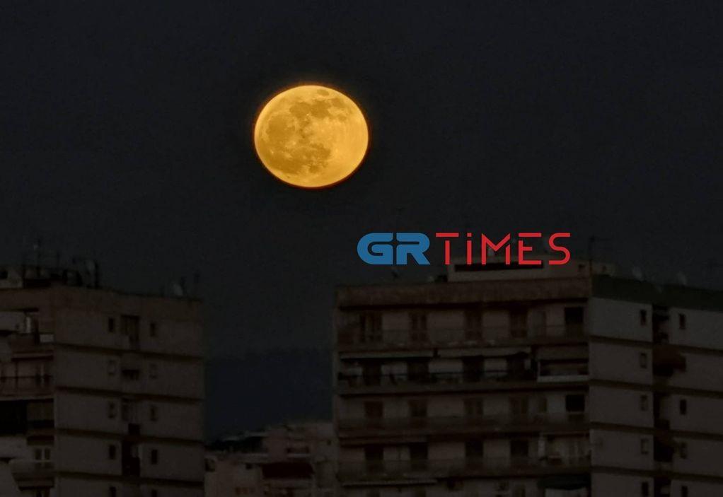 «Μαγεύει» η πρώτη πανσέληνος του 2020 (ΦΩΤΟ)