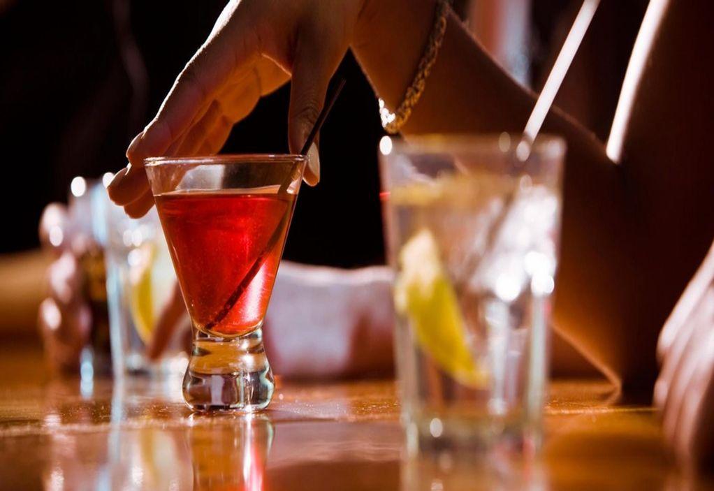 Μετά τον αντικαπνιστικό στο «στόχαστρο» το αλκοόλ