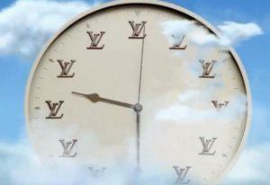 Ένα ρολόι που δείχνει αντίστροφα τον χρόνο
