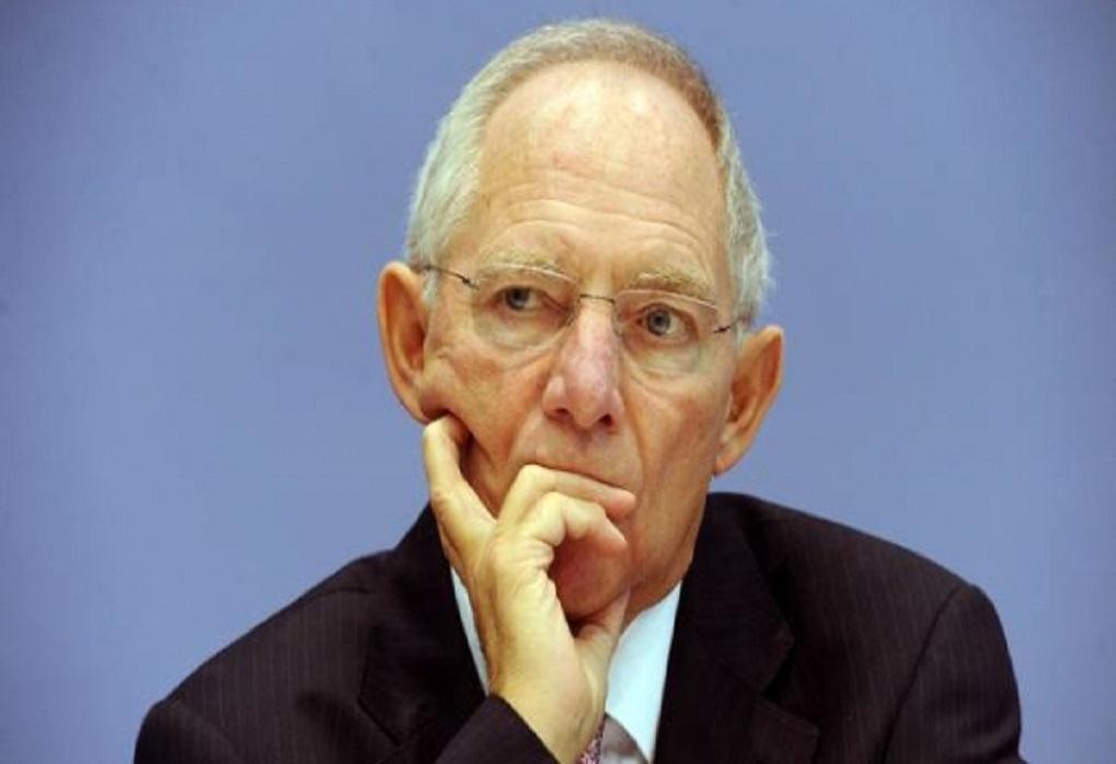 Σόιμπλε: Κατά των ευρωομολόγων, υπέρ της χαλάρωσης των κανόνων για το χρέος
