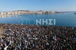 Προσφυγικό: Στους δρόμους οι κάτοικοι νησιών του Β. Αιγαίου (ΦΩΤΟ)