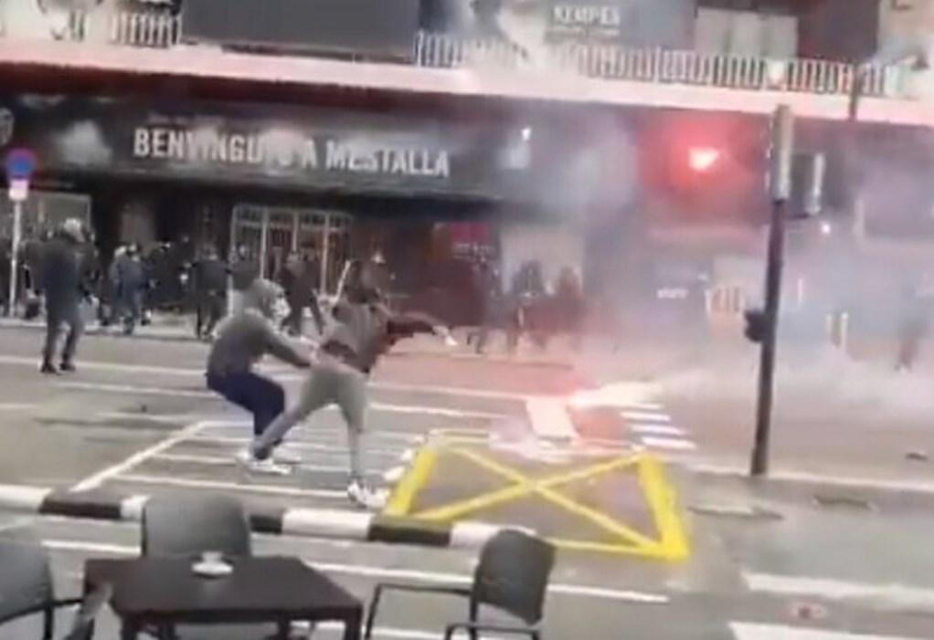 Ισπανία: Άγριες συμπλοκές μεταξύ οπαδών (VIDEO)