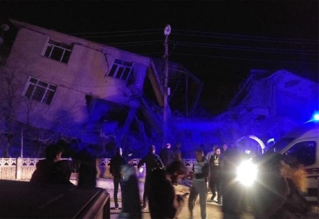 Σεισμός στην Τουρκία: Τουλάχιστον 20 νεκροί, 1015 τραυματίες (VIDEO)