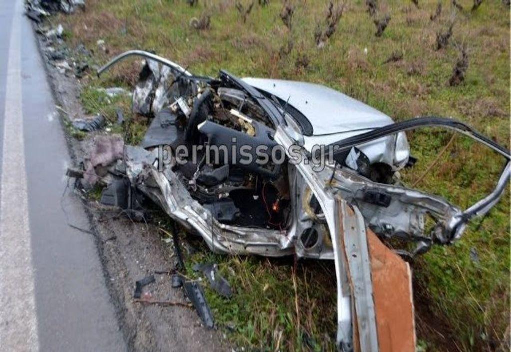 Τροχαίο στη Λιβαδιά: Αυτοκίνητο κόπηκε στα δύο!