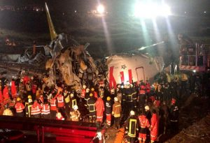 Κων/πολή: Αεροπλάνο κόπηκε στα τρία- Τουλάχιστον 52 τραυματίες