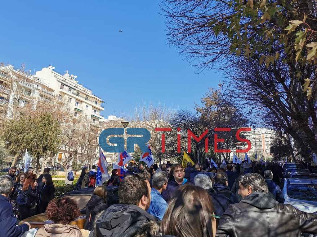 Παράσταση διαμαρτυρίας του ΠΑΜΕ στο ΕΚΘ (ΦΩΤΟ-VIDEO)