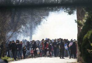 Καστανιές: Ο τουρκικός στρατός ανάμεσα σε πρόσφυγες και μετανάστες (VIDEO)