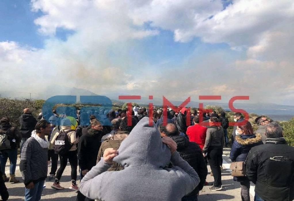 Μυτιλήνη: Οργή και εντάσεις δίχως τέλος στην Καράβα (ΣΥΝΕΧΗΣ ΕΝΗΜΕΡΩΣΗ)