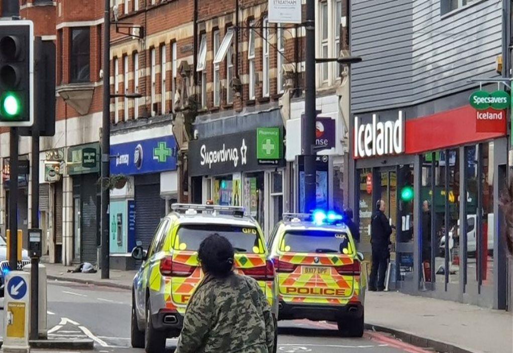 Λονδίνο: Επίθεση με μαχαίρι σε τζαμί – Ένας τραυματίας